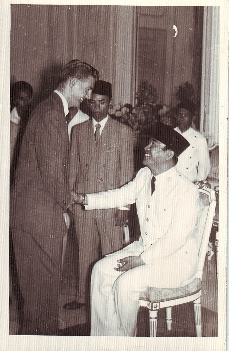 IGS shaking hands with  Sukarno